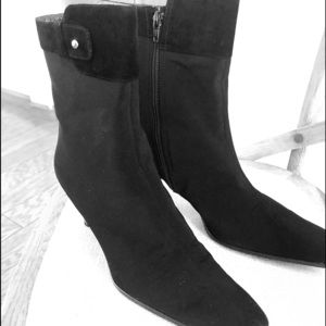 Authentic Stuart Weitzman gore-Tex ankle boots.